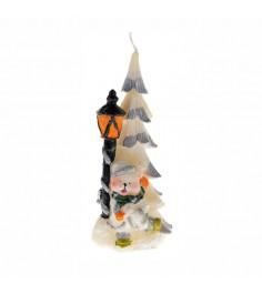Новогодняя свеча мишка рядом с елкой и фонарем Snowmen Е40417